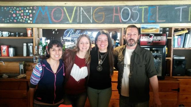 Com a equipe de trabalho do Moving Hostel em Bariloche - Argentina