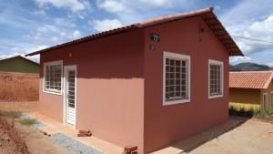 Vista de uma das casas concluídas, aguardando apenas a rede hidráulicaFoto: Sarha Hottes / Portal Espera Feliz
