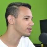 O estudante  Moisés Siqueira tenta arrecadar dinheiro para ir estudar na Córeia