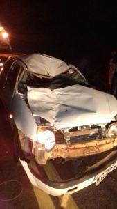 Carro destruído com impacto num cavalo, na chegada de Espera Feliz.