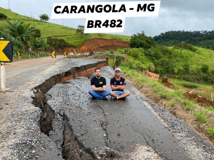 Deputados fazem protesto sentados em rodovia de Carangola -  MG